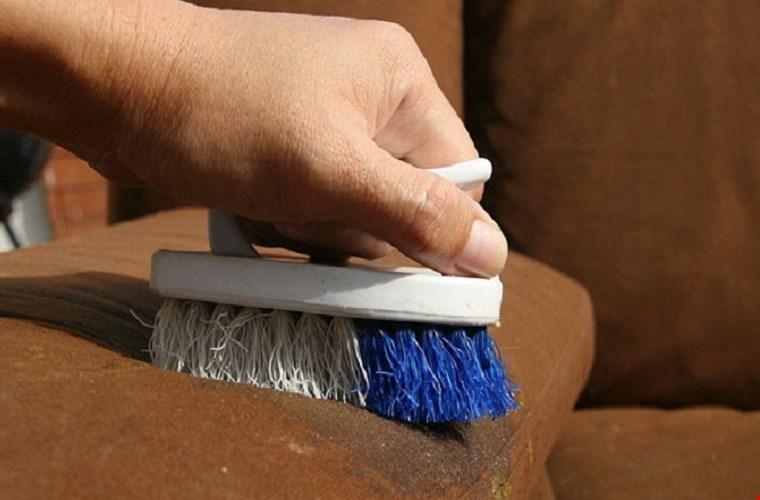 Cách xử lý vết bẩn trên ghế sofa bọc nỉ